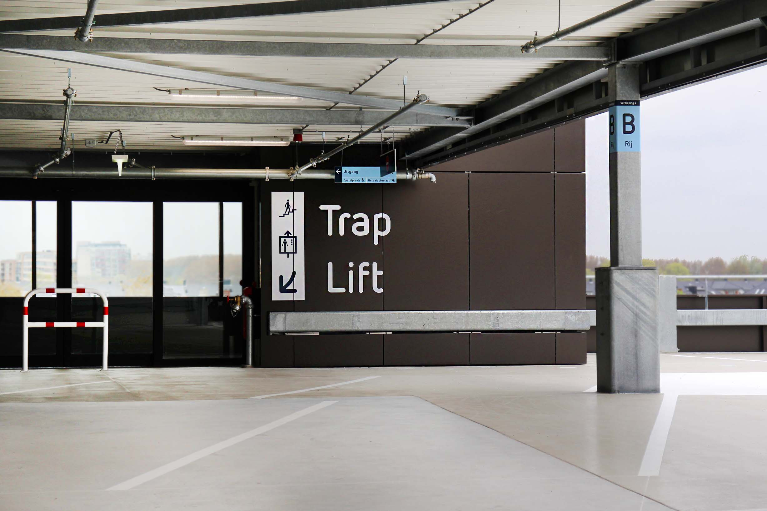 RDG garage — trap 1   Groeneveld Sign Systems