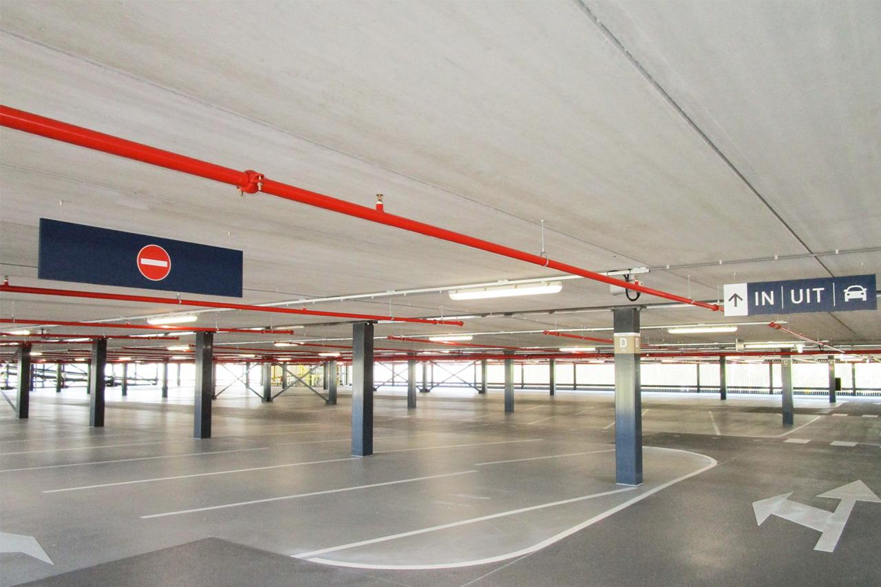 Amphia Ziekenhuis gevel parkeergarage nacht   Groeneveld Sign Systems