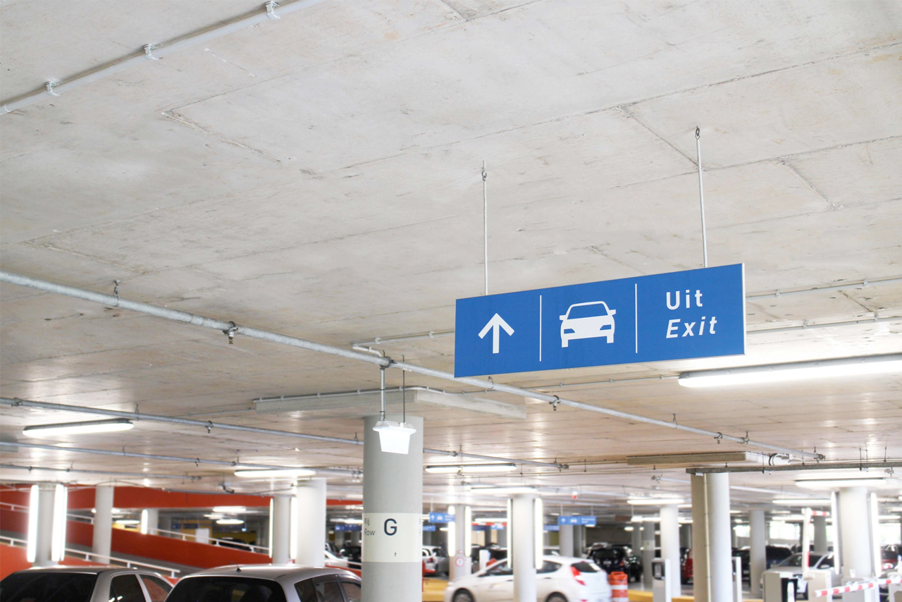 CMC garage bewegwijzering uitgang   Groeneveld Sign Systems