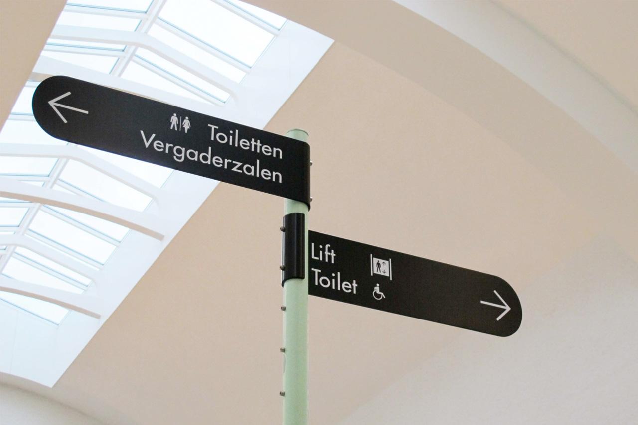 De Melkfabriek handwijzer   Groeneveld Sign Systems