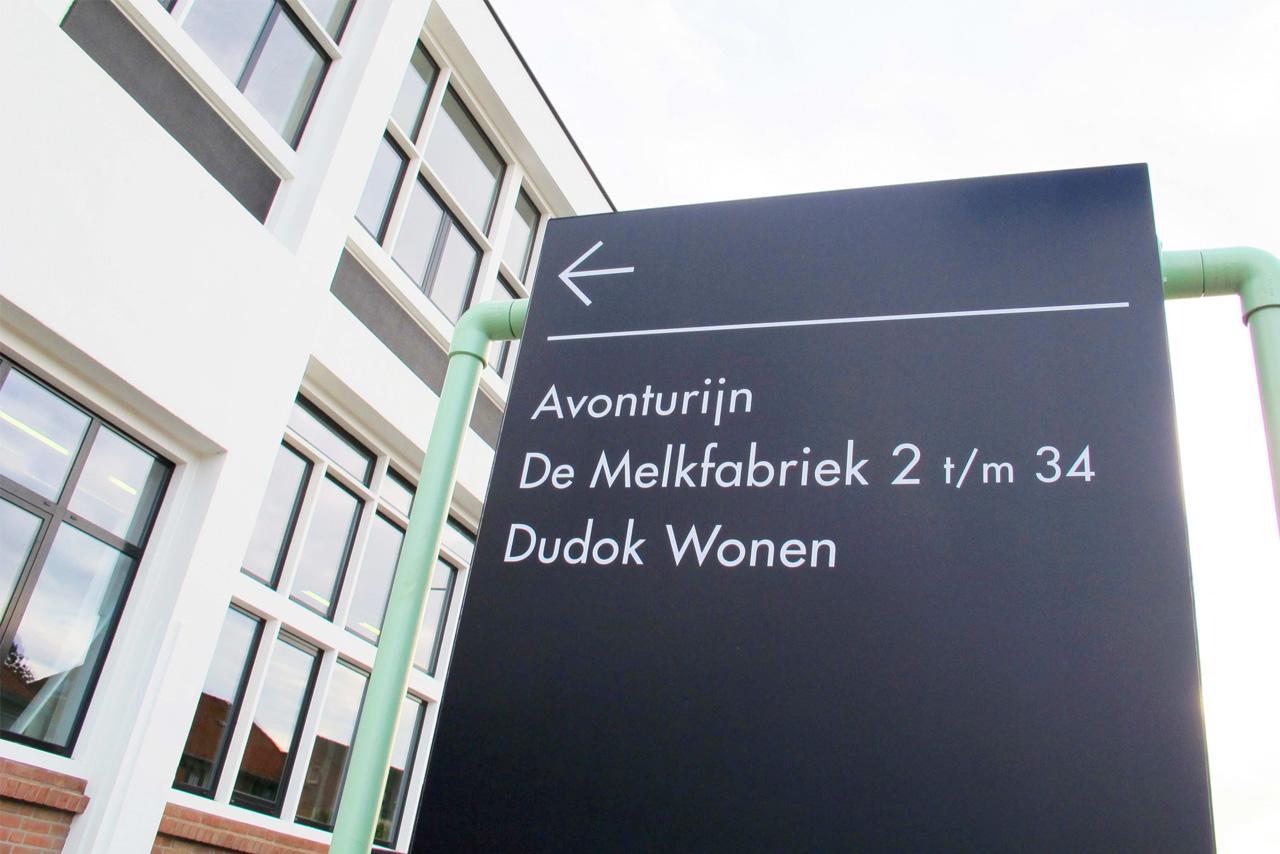 De Melkfabriek verwijsbord   Groeneveld Sign Systems