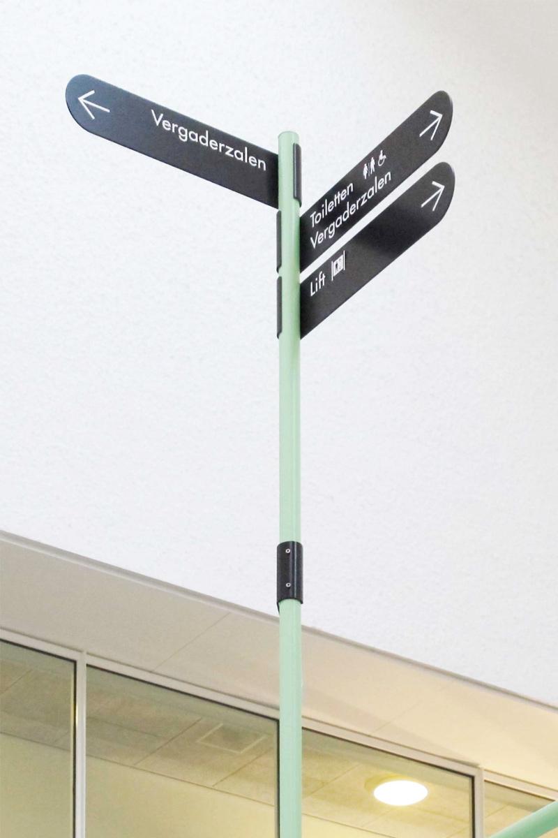 De Melkfabriek verwijsbord handwijzer vergaderzalen   Groeneveld Sign Systems