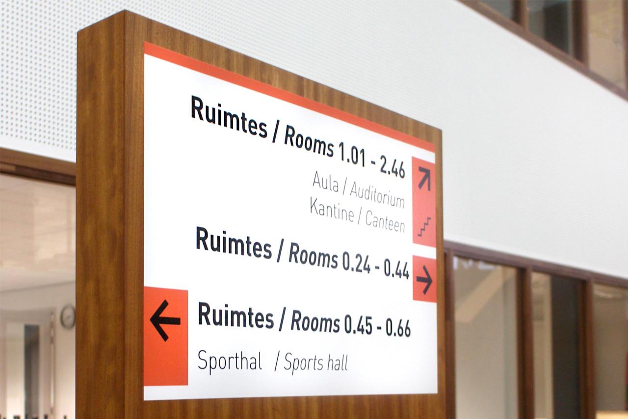 Het Merletcollege zuil   Groeneveld Sign Systems