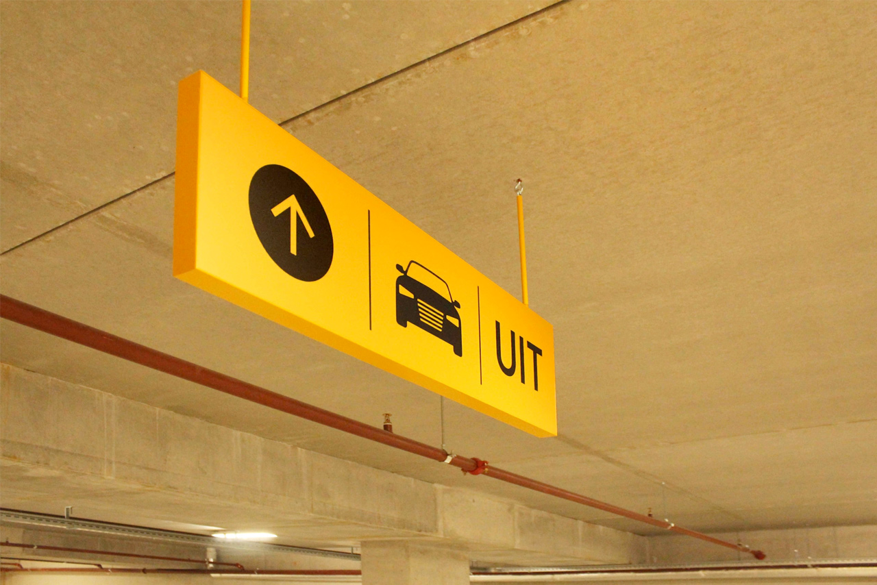 Parkeergarage Nieuw West bewegwijzering uitgang | Groeneveld Sign Systems