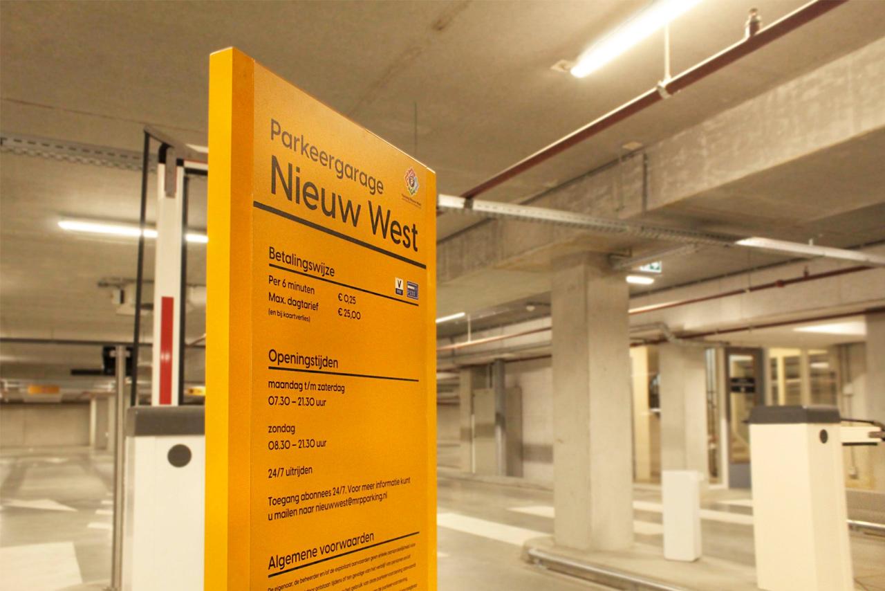 Parkeergarage Nieuw West informatiebord ingang | Groeneveld Sign Systems