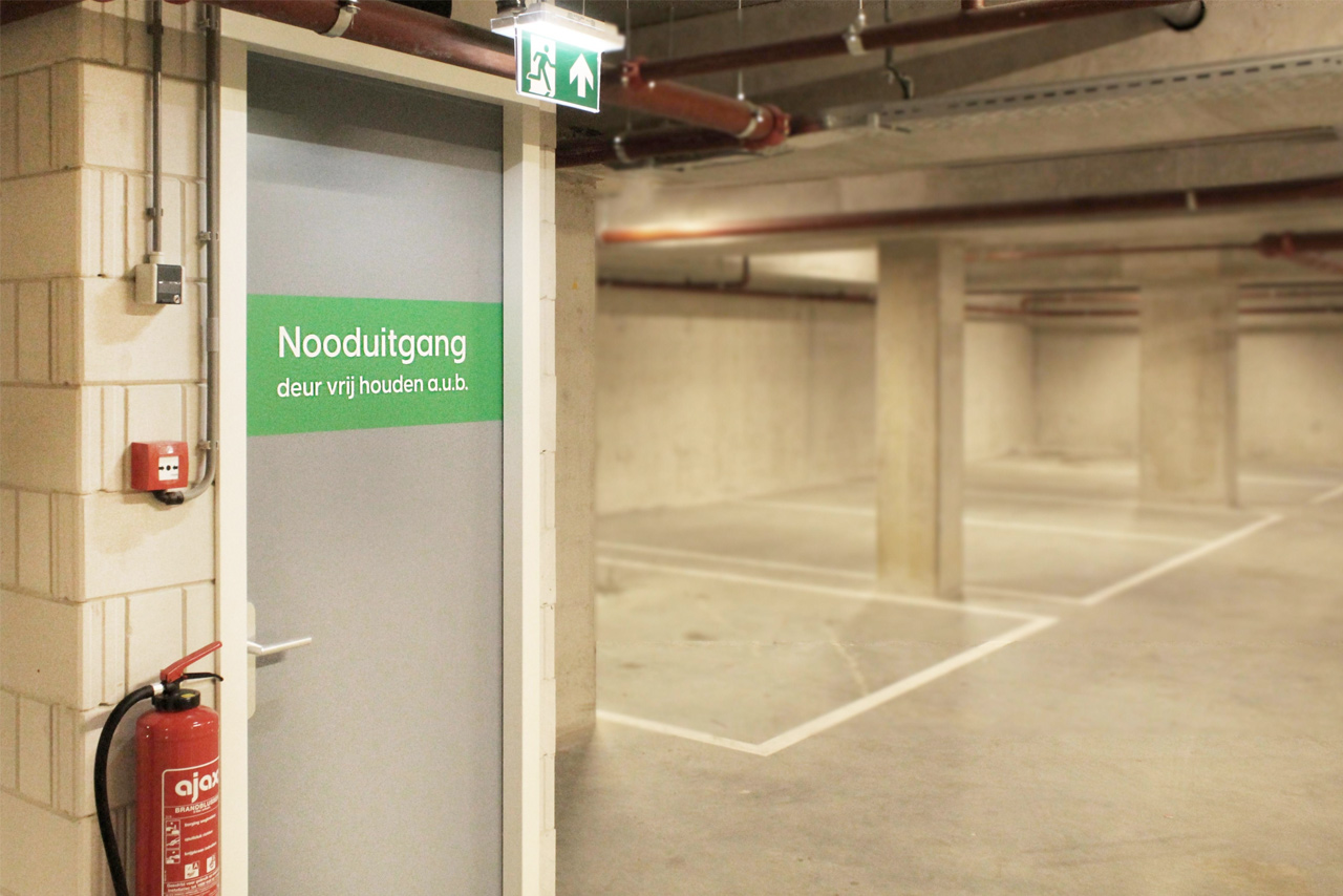 Parkeergarage Nieuw West nooduitgang | Groeneveld Sign Systems