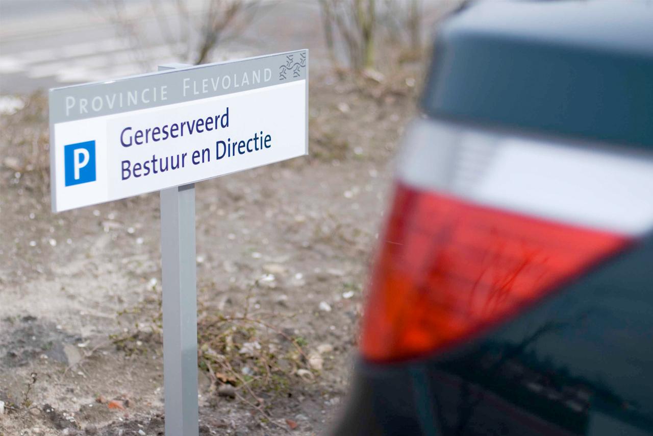 Provinciehuis Flevoland parkeeraanduiding bestuur en directie   Groeneveld Sign Systems