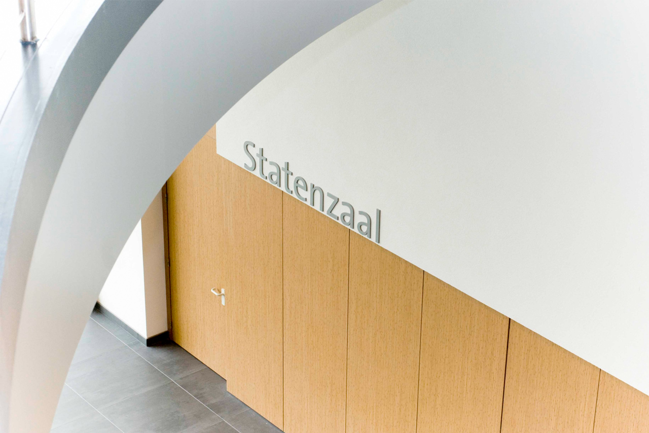 Provinciehuis Flevoland sign statenzaal   Groeneveld Sign Systems