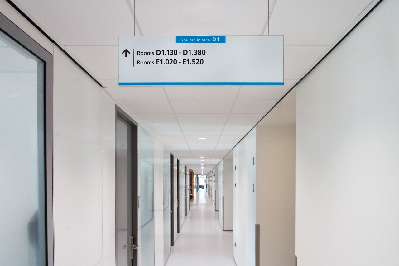 TU Delft TNW bewegwijzering D1   Groeneveld Sign Systems