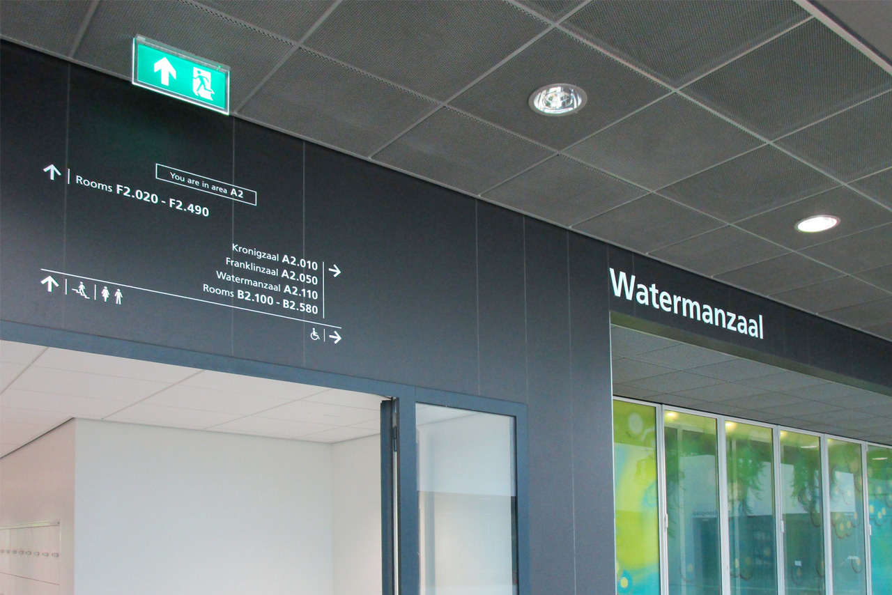 TU Delft TNW verwijzing close-up   Groeneveld Sign Systems