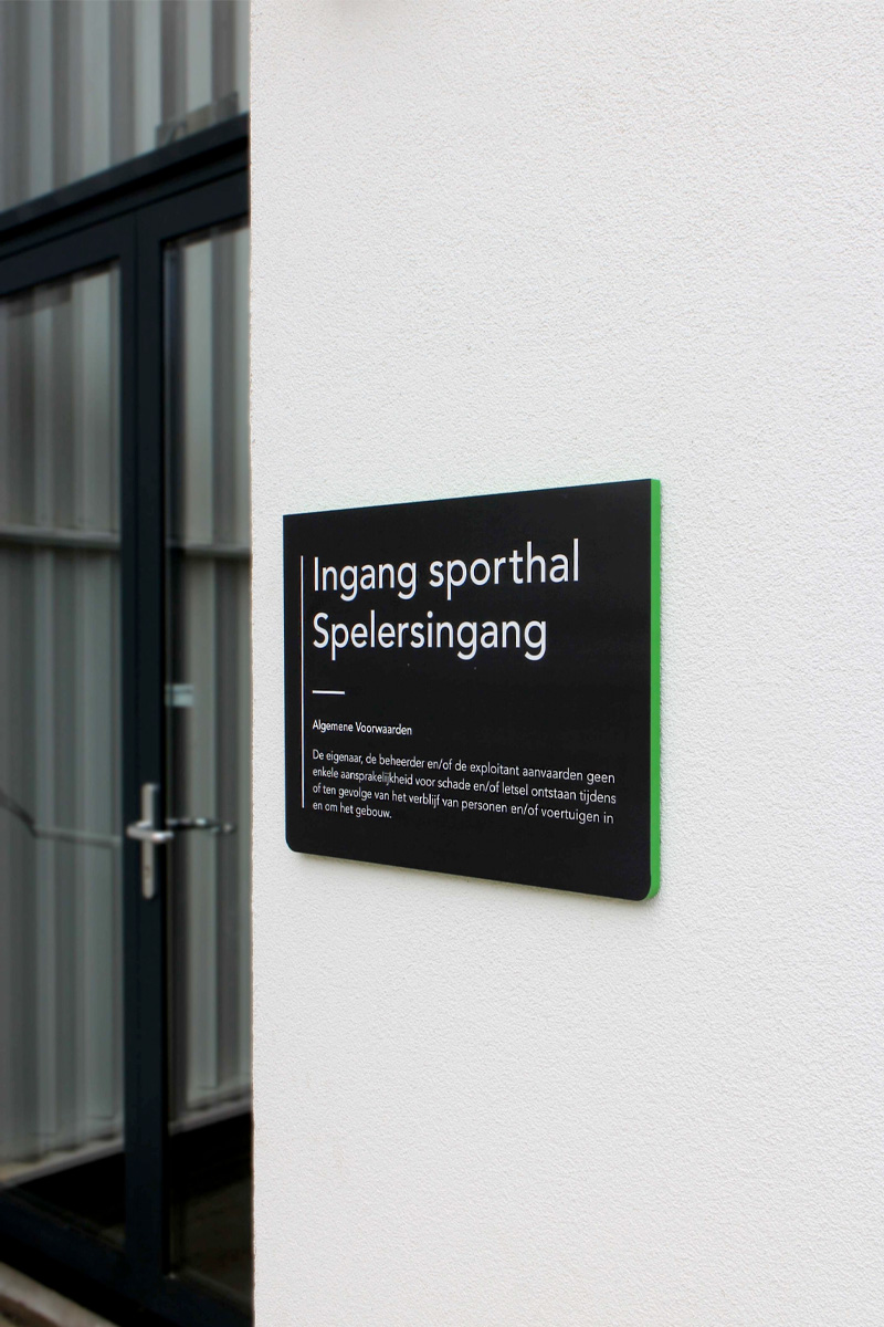 Udens College ingang sporthal | Groeneveld Sign Systems